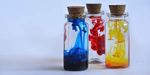 Chemikalien und Ultraviolett-Mittel